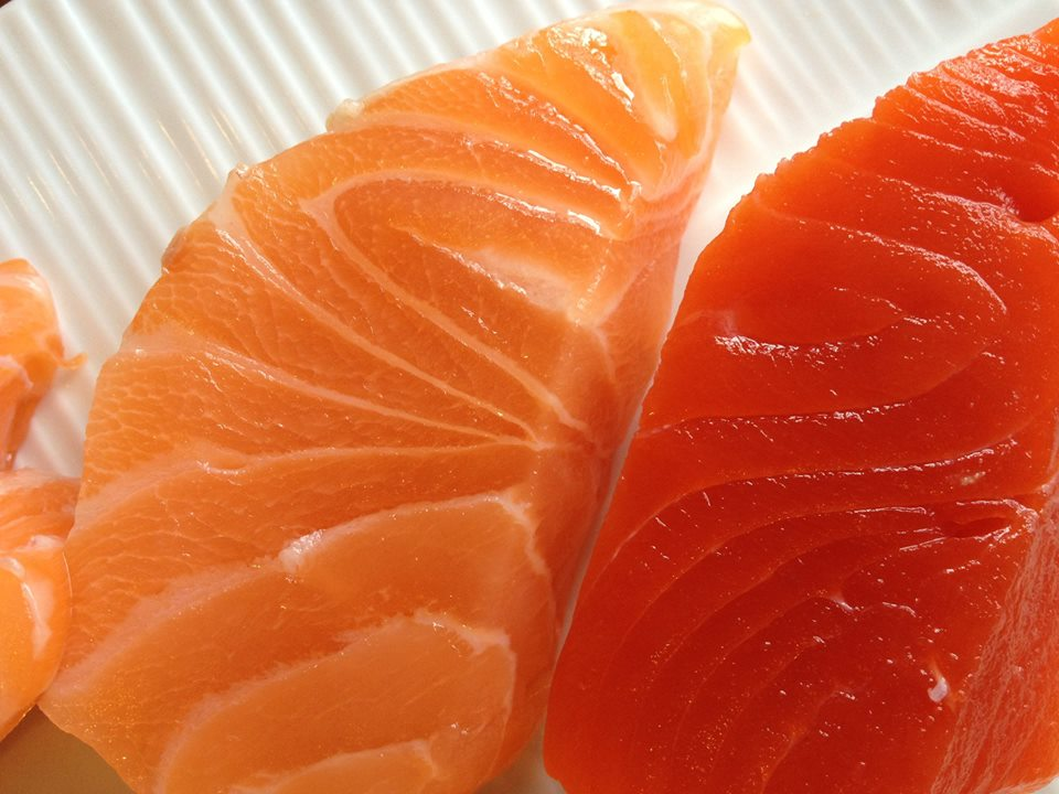 salmone allevamento e salmone selvaggio a confronto
