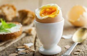 Mangiare uova fa aumentare il colesterolo?